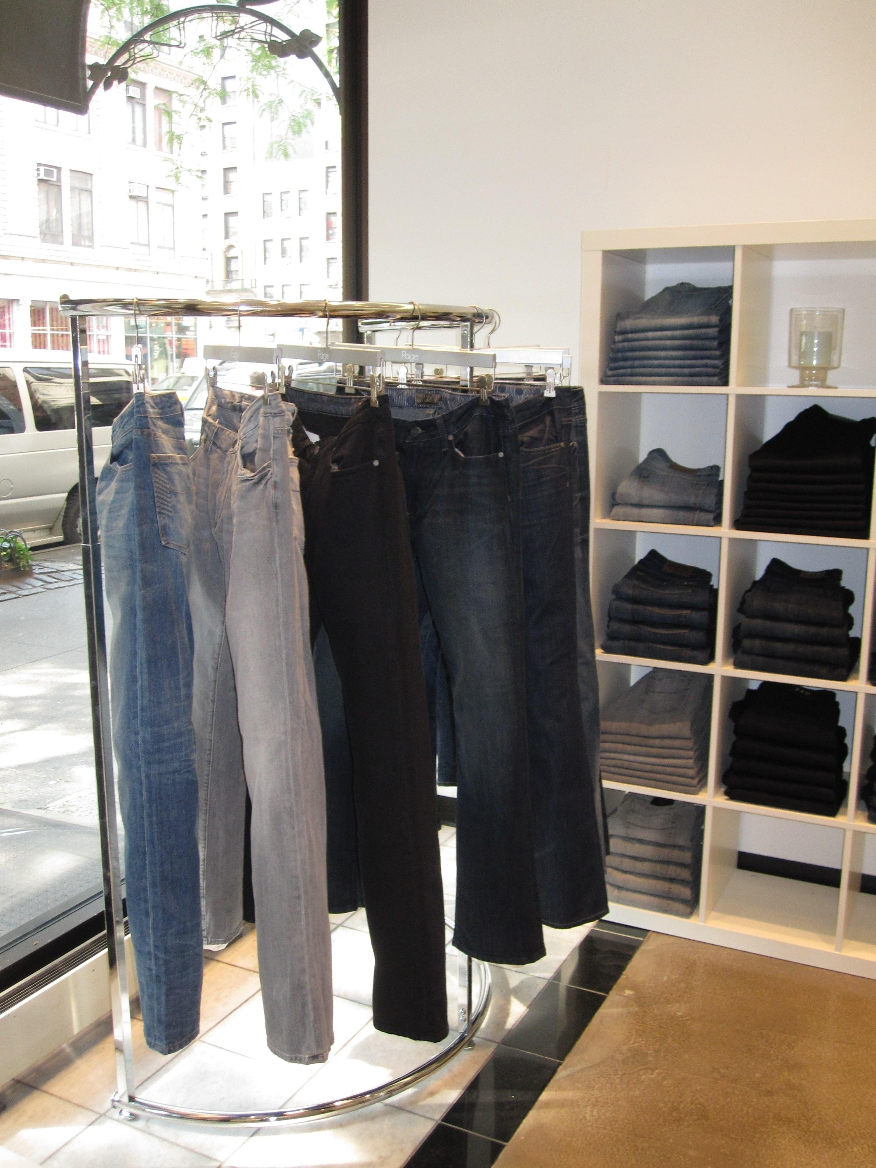 UWS Store 002